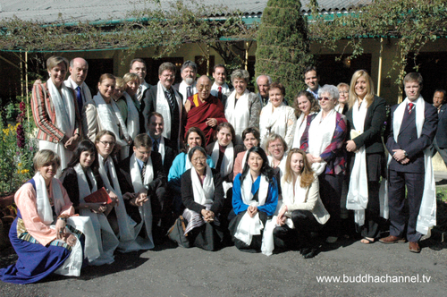 Group_photo_after_the_audience