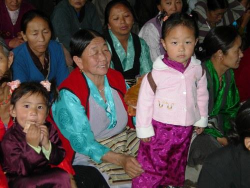 Women_and_children_of_the_dekyiling_sett