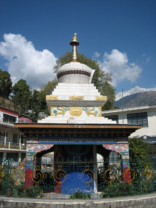Stupa_in_front_of_the_parliament_buildin