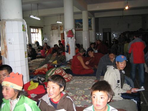 Visit_at_the_reception_center_for_refuge_3