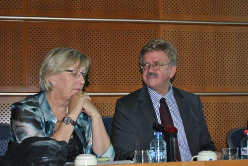 Thomas Mann mit der Vizepräsidentin der Tibet Interguppe Eva Lichtenberger